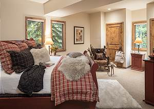 Guest Bedroom 1 - Holly Haus - Teton Village Luxury Villa Rental