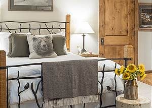 Guest Bedroom 2 - Holly Haus - Teton Village Luxury Villa Rental