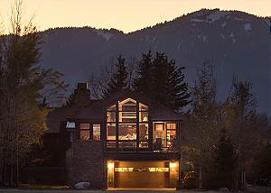 Exterior - Villa at May Park - Luxury Villa Rental Jackson Hole