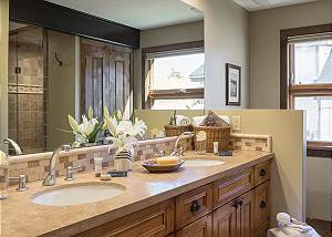 Master Bath - Villa at May Park - Luxury Villa Rental Jackson Ho