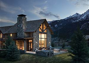 Night - Fish Creek Lodge - Teton Village Luxury Cabin Rental