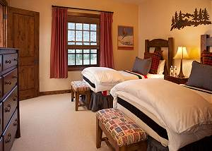 Guest Bed 1 - Shooting Star Cabin - Luxury Villa - Teton Village