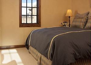 Guest Bed 1 - Shooting Star Cabin - Luxury Villa - Teton Village