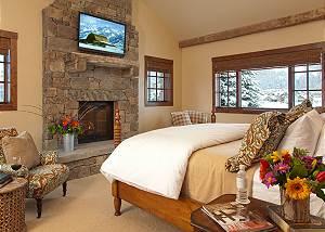Master Bed - Shooting Star Cabin - Luxury Villa - Teton Village