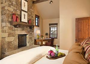 Master Bed - Shooting Star Cabin - Luxury Villa - Teton Viillage