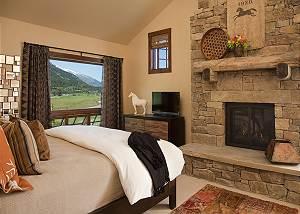Master - Shooting Star Cabin - Luxury Villa Rental - Teton Villa
