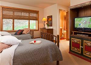 Guest Bed 1 - Granite Ridge Lodge - Luxury Teton Village Cabin