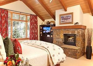 Master Bed - Granite Ridge Lodge - Luxury Teton Village Cabin