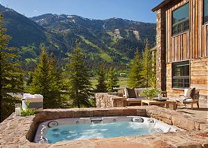 Hot Tub - Shooting Star Cabin - Luxury Villa Rental Teton Villag