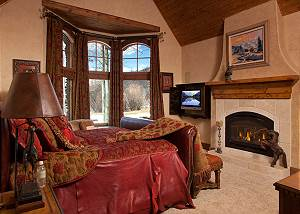 Master Bed - Shoshone Lodge -Luxury Villa - Jackson Hole, WY