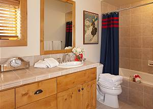 Guest Bath 1 - Granite Ridge Lodge - Luxury Teton Village Cabin