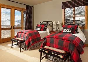 Guest Bed 3 - Granite Ridge Lodge - Luxury Teton Village Cabin