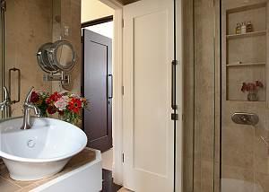 Full Bathroom 3 - Snow Ridge - Luxury Private Villa Rental - Tet