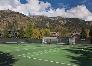 Snow Ridge Tennis Courts - Snow Ridge - Luxury Private Villa Ren
