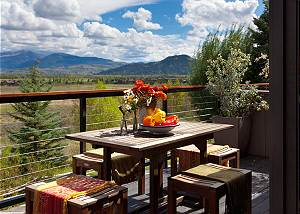 Outdoor Dining - Snow Ridge - Luxury Private Villa Rental - Teto