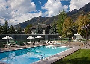 Snow Ridge Pool - Snow Ridge - Luxury Private Villa Rental - Tet