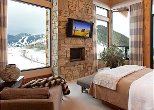 Master Bed - Ranchview Lodge - Luxury Villa Rental, Jackson Hole