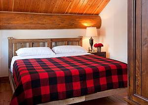 Guest Apartment Bed - Lost in the Woods -Jackson Luxury Cabin