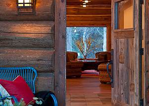 Entrance - Lost in the Woods - Luxury Vacation Rental Cabin