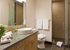 Guest Bath - Pearl at Jackson - Luxury Residence Jackson Hole