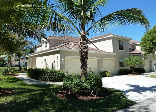 This 3 bedroom Condo is located in one of our most requested Holiday Developments, Briarwood Naples, FL.  It is an End unit overlooking the lake with single car garage.