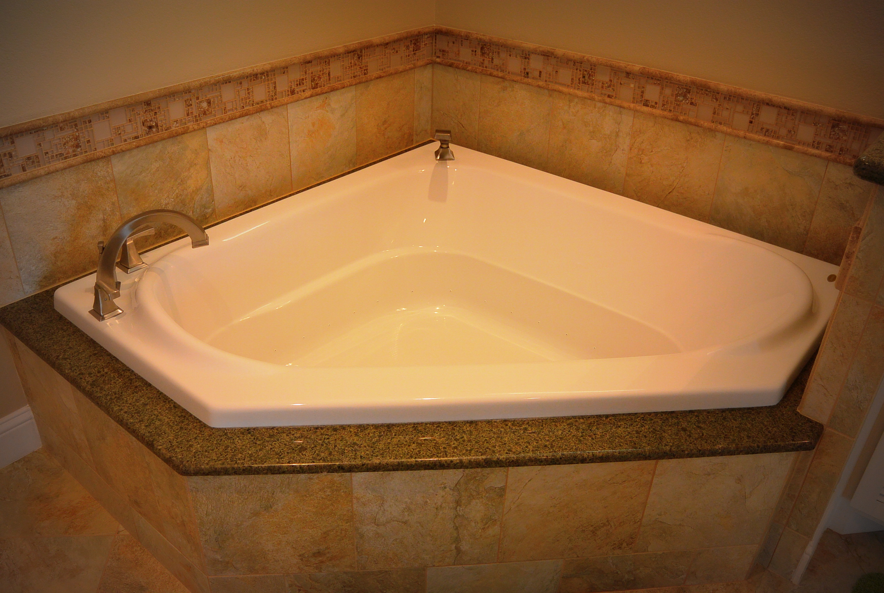 Gulf Pearl Master Air Jetted Tub