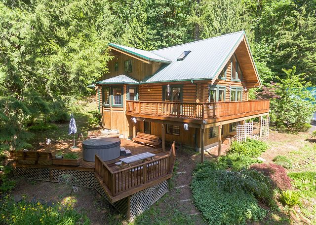 in apartments hood river vacasa surrounding hip and from we have homes country cabin mount cabins area to mt offers rentals with perfect vacation views the estates rental downtown