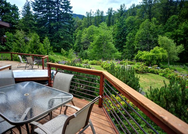 hot enclosed perfectplaces w remodeled id mt cabin htm cabins com vacation rental lg house hood s rentals rhododendron log tub br