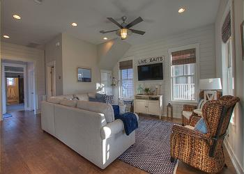 Eufaula Cottage rental - Interior Photo - Living area from front door