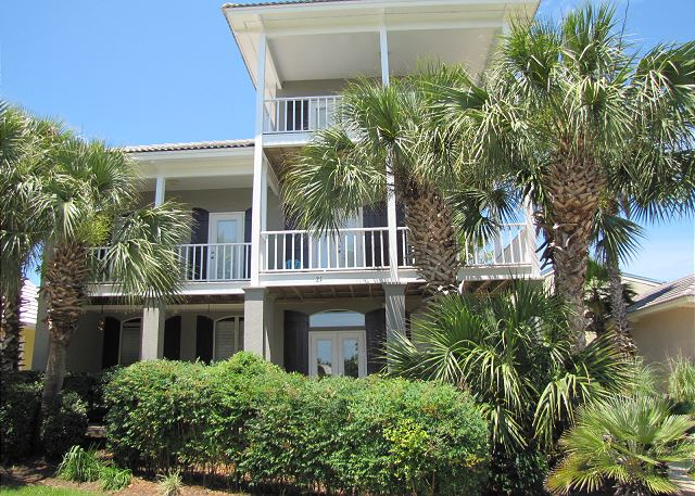 Caribe - 4BR/3BA Sleeps 12!  Pool View and Nice!  Walk to the beach!