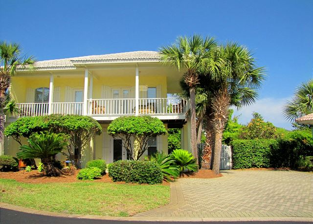 Super nice beach cottage very close to the beach!  3BR/3BA nicely upgraded!  Walk to the beach about 250 yards!