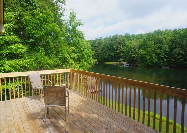 Water's Edge - Deck And Lake View