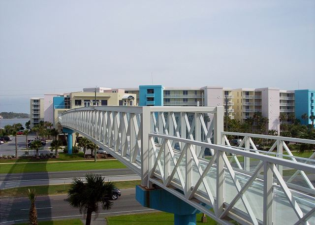 Pedestrian walkway makes going to the beach easy and convenitent