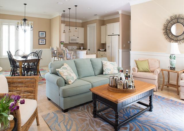 Bright & Open Family Space! Great for Family Meals & Game time.