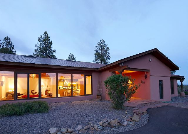 Modern Luxury Home on 3 Acres - Great Views - 10 Min. to Downtown Durango