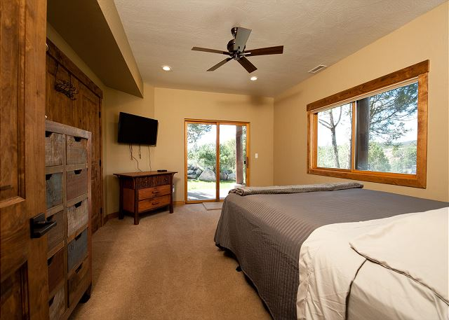 Bedroom with queen size bed, TV and ceiling fan