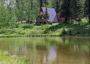 Cabin Over Looking Pond - Private Hot Tub - BBQ - 2 Miles from Purgatory