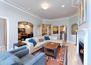 Downtown Luxury Condo - 1 Block to Main Street and Train