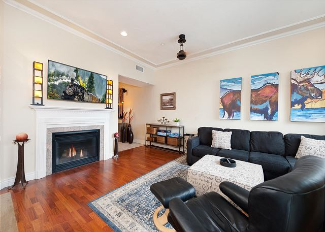 Main Living Space (Gas Fireplace)