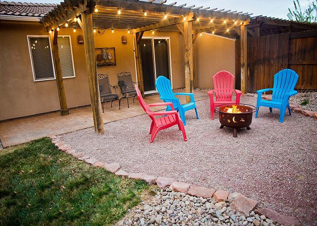 Downtown Moab! Beautifully Decorated - Firepit - Fenced Yard - Ping-Pong