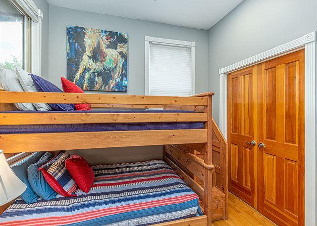 Bunk Bedroom (double over double).