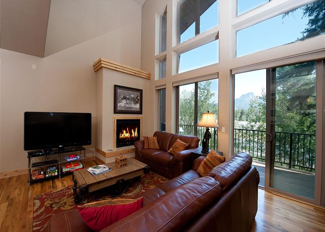 Luxury Ski In/Out Townhome on Creek - Views - Ski in/Out - Game Room