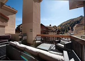 Remodeled Penthouse - Ski In/Out - Huge Decks/Views - Private Hot Tub/Sauna
