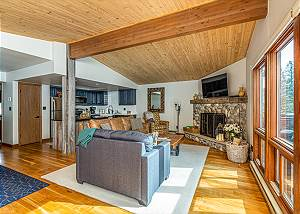 Pet Friendly Remodeled Ski in/Ski Out Condo - Deck - Awesome Views