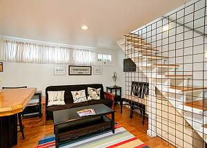 Charming Carriage House - 30 day rental