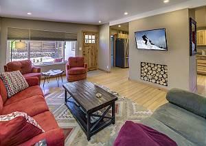 Cozy Bend Home - Pilot Butte Neighborhood - Great Outdoor Space