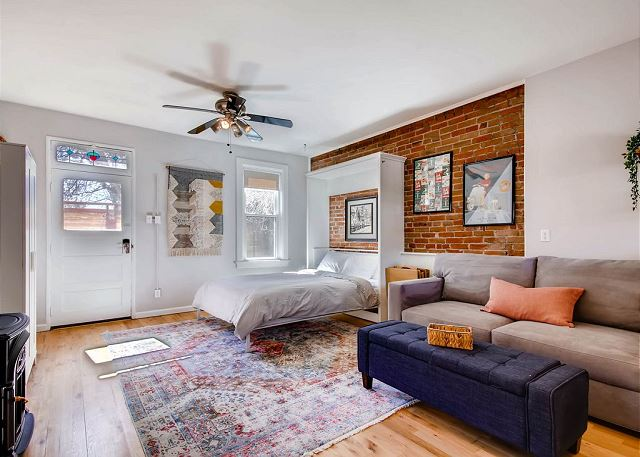 NEWLY Remodeled Carriage House Studio- West Highlands- ALL 5 STARS- Walkable!