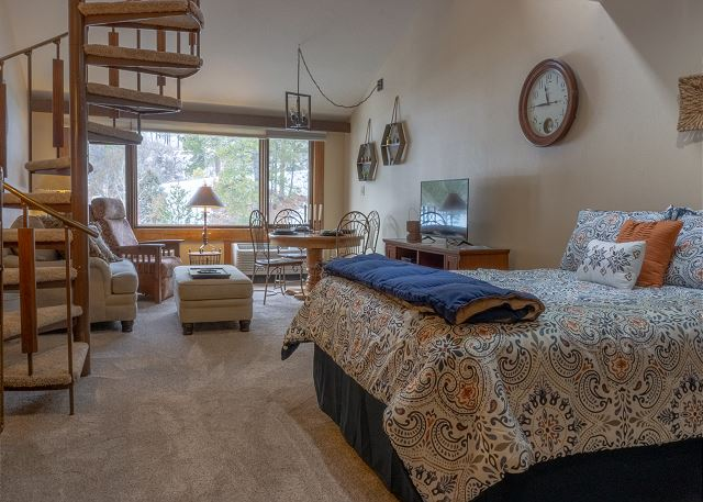 Tamarron Lodge #212 - A/C - Golf - Shared Pool & Hot Tub - Ski Shuttle