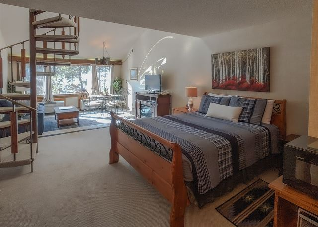 Main Level Queen Bed, Fireplace