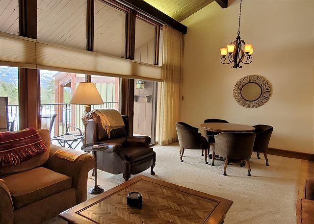 King One Bedroom with Full Kitchen, Big Deck, Fireplace
